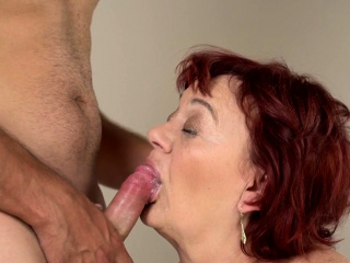 Gilfs old pussy tongued