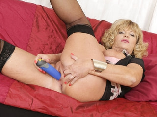 European gilf Ellis Shine works her shaven pussy