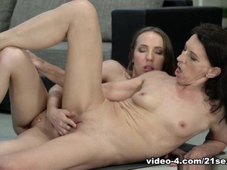 Viol & Lina Mercury in Fit For Love - 21Sextreme