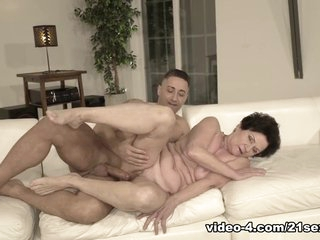 Lisbeth & Mugur in Pussy Magic - 21Sextreme