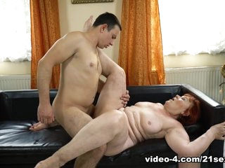 Marsha & Rob in Pleasure On Delivery - 21Sextreme