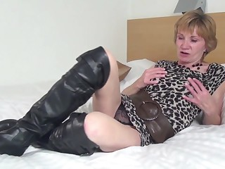 Amateur granny with hungry old cunt in big black boots