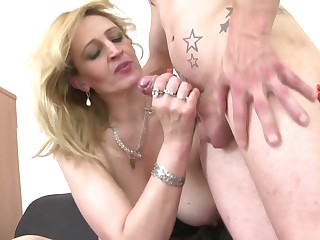 Sweet mature mother suck and fuck young boy