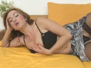 posh mother with perfect body and hungry pussy