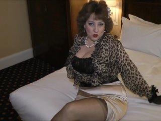 Fucking a sexy grandma in the hotel room