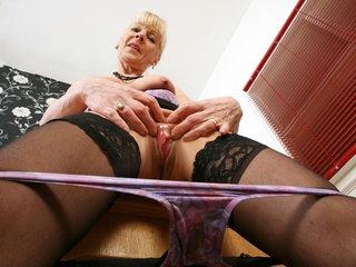 Gilf secretary Elaine decides to masturbate on the desk